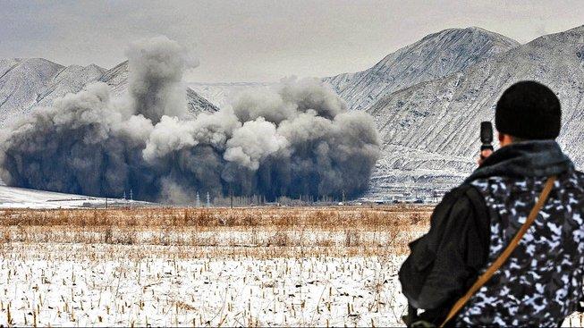 Přípravy na stavbu nové hydroelektrárny na řece Naryn poblíž elektrárny Kambarata-2