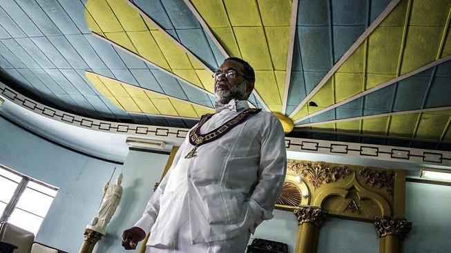 Dvaasedmdesátiletý Lazáro Cuesta je prvním černochem, který se stal na Kubě velmistrem svobodných zednářů