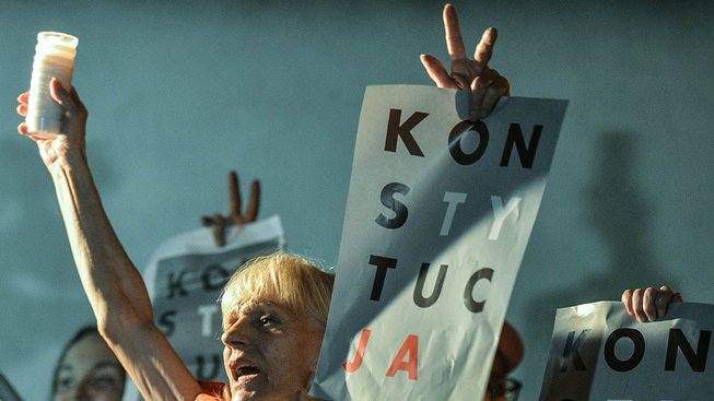 Protesty proti kontroverzní reformě v polských ulicích. Účastníci vyzývali prezidenta i k vetování třetího ze zákonů