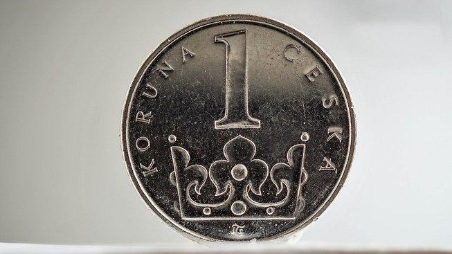 Konec levné koruny. Co to pro nás znamená?
