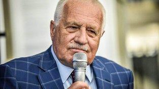 Kostkované sáčko má Václav Klaus už delší dobu