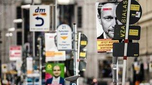 Christian Lindner na volebním plakátu liberálů z FDP