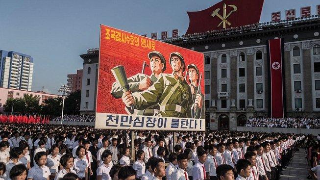 Severokorejci přišli do centra Pchjongjangu vyjádřit podporu Kim Čong-unovi