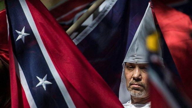 Kdyby se konfederačními vlajkami neobklopovali příslušníci kukluxklanu a neonacisté, o zákazu jejich vyvěšování by se možná vůbec nedebatovalo