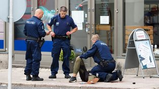 Útočník ve Finsku zabil dva lidi, šest jich poranil