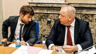 Ministr vnitra Milan Chovanec chce od ministra spravedlnosti Roberta Pelikána omluvu nebo vysvětlení jeho výroků o ovlivňování voleb