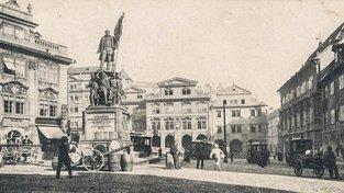 Pomník maršála Radeckého v dolní části Malostranského náměstí
