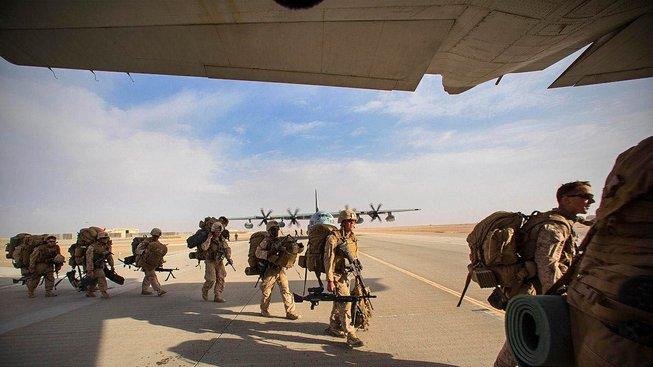 Američtí mariňáci na letecké základně Camp Bastion v provincii Hílmand