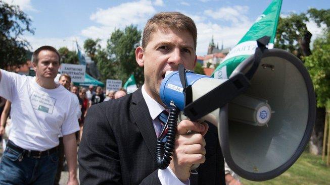 Petr Mach na demonstraci proti registračním pokladnám