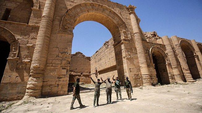 Irácká armáda osvobodila historické město Hatra v dubnu, část památek se naštěstí dochovala