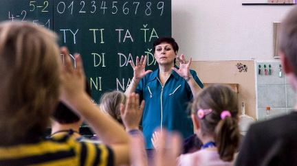 Problém českých učitelů? Nejhorší platy a pohled plaché laně
