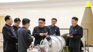 Severkokorejská tisková agentura (KCNA) zveřejnila k jadernému testu fotky vůdce KLDR Kim Čong-una v neznámé vojenské laboratoři