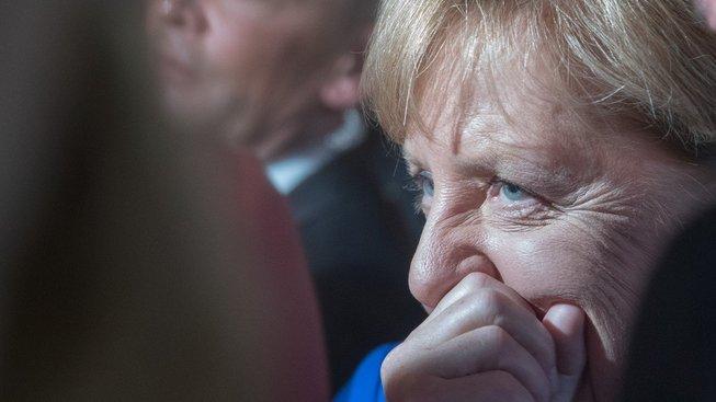 Angela Merkelová po konci debaty se svým vyzyvatelem Martinem Schulzem