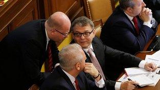 Premiér Bohuslav Sobotka slíbil od listopadu víc peněz bezpečnostním sborům. Podle ministra zahraničí Lubomíra Zaorálka se finance na zvýšení mezd najdou