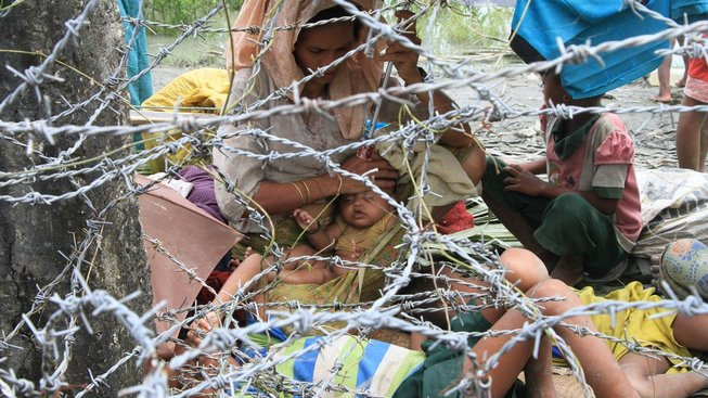 Násilnosti v Barmě vyhnaly ze země přes 270 tisíc muslimských Rohingů