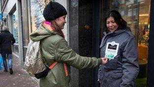 Bezdomovcům lze přispět i bezkontaktní kartou