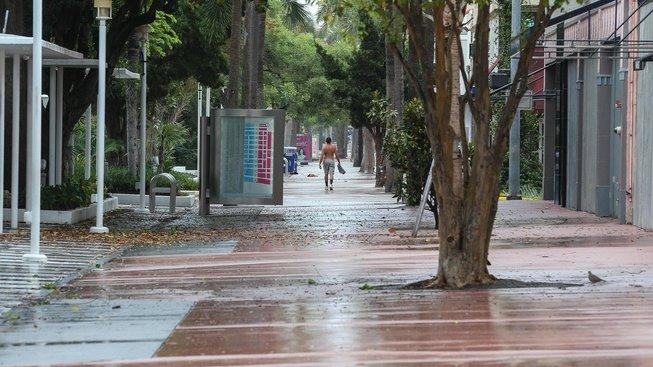 Vítr a déšť ohlašovaly v Miami příchod hurikánu irma