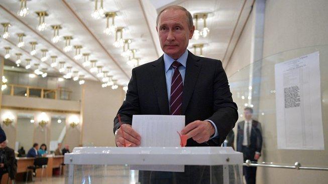 Ruský prezident Vladimir Putin při včerejších volbách