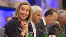 Diplomaté z Bruselu: Nic nevyjednají, ale platy mají královské