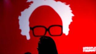 Plakát s Berniem Sandersem na Lidovém summitu v Chicagu, který se konal letos v červnu