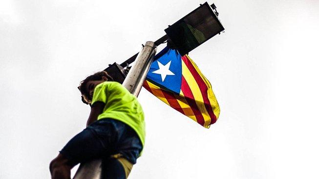 Mladý demonstrant podporující katalánské referendum