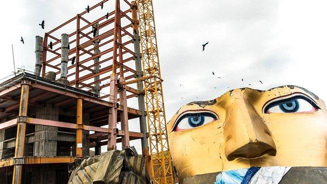 Obří socha Buddhy čeká na dokončení už čtyři roky, nejsou peníze