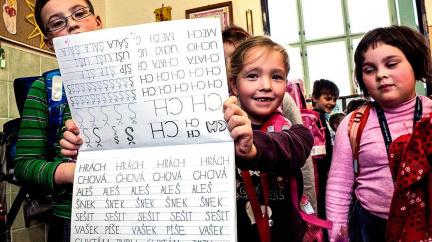 Nové písmo ve školách: Obavy se zatím nenaplňují, učitelé si ho pochvalují