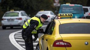 Protestů se prý zúčastnilo přes tisíc řidičů taxislužeb