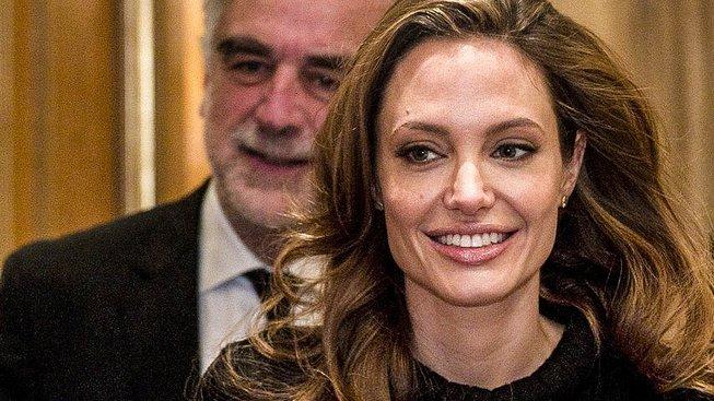 Luis Moreno-Ocampo a Angelina Jolie