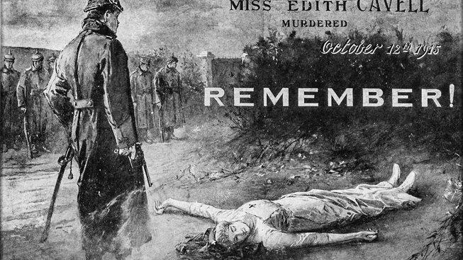 Edith Cavellová se zapsala do dějin nejen svou činností za války, byla i jednou z průkopnic moderního ošetřovatelství. Dobová pohlednice zachycuje údajnou podobu její popravy