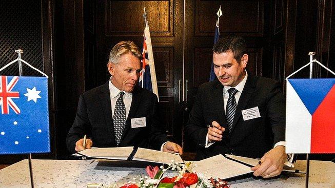 Memorandum podepsané ministrem průmyslu s australskou společností je jádrem sporu mezi českými poslanci