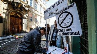 Ze sporu kolem těžby lithia se stala typická předvolební kauza.