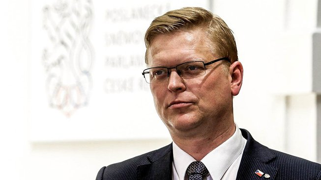Zůstane Pavel Bělobrádek šéfem lidovců, nebo odstoupí?
