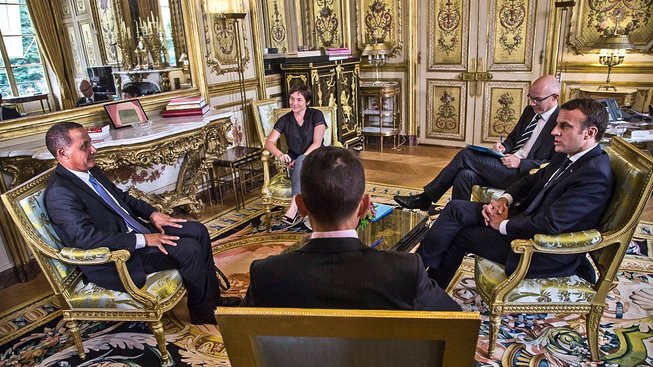 Macron (vpravo) a Rodolphe Alexandr (vlevo)