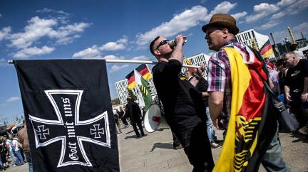 Dnešní společností nenápadně prorůstá neonacistický mor