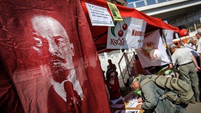 Komunisté při jejich oblíbeném Svátku práce