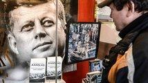 Trump nepustil ven část spisů o vraždě Kennedyho. Co přináší ty odtajněné?