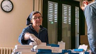Jeptišky z kláštera Saint-Vincent de Chantelle rozjely již poměrně velkou továrnu na kosmetické výrobky. Ta má i civilní zaměstnance