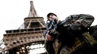 Hlídka u Eiffelovky