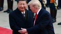 Trump v Číně: Kritika Pekingu, chvála prezidenta i dohody za stamiliardy
