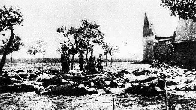 Obyvatelé Cerhonic, kde se v místním pivovaru skrývali odbojáři, se obávali, že ves skonči jako Lidice (na snímku) a Ležáky