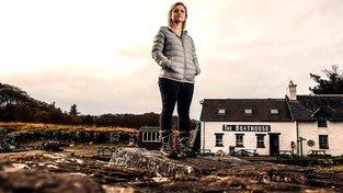 Rebecca Munrová, jedna z pětice obyvatel ostrova, kteří bojují za to, aby neskončil v cizích rukou