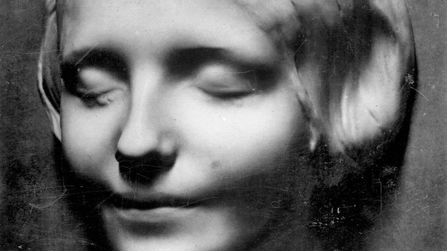 Neznámá ze Sieny (L'Inconnue de la Seine) je nejkopírovanější posmrtnou maskou v historii