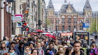 Amsterdam je plný turistů, vedení města vymýšlí, jak jejich počet omezit