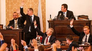 Poslanci se naposledy sešli  před měsícem při mimořádné schůzi o těžbě lithia