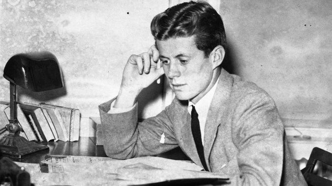 JFK v roce 1938, během studií na Harvardu