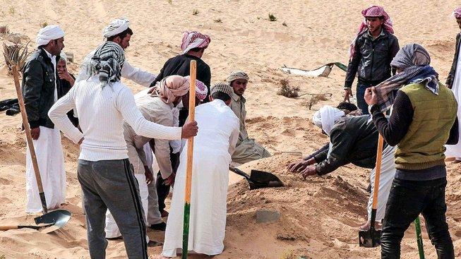 Pohřeb obětí atentátu na mešitu v Bir al-Abdu