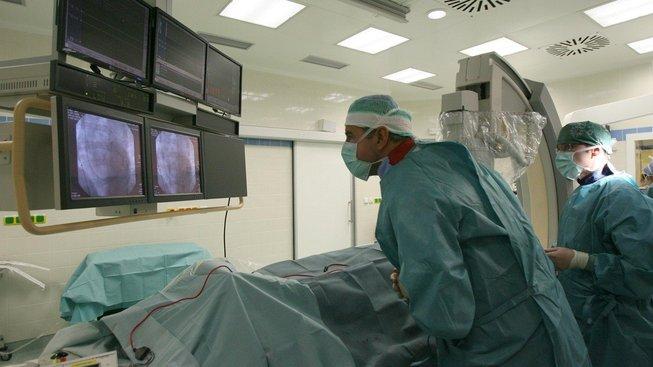 Operace v IKEM, ilustrační snímek