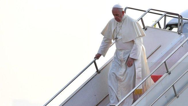 Přílet papeže Františka do Bangladéše