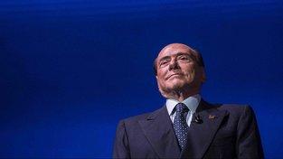 Politicky nesmrtelný Silvio Berlusconi plánuje se sliby návratu liry velký comeback